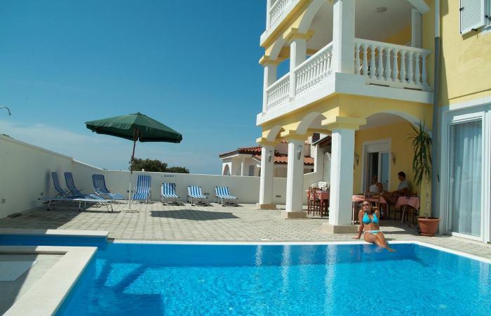 Dovolenka v Chorvátsku - Izby s bazénom Peroj (Fažana)