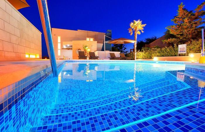 Dovolenka v Chorvátsku - Apartmány s bazénom pre rodiny Novalja (Pag)