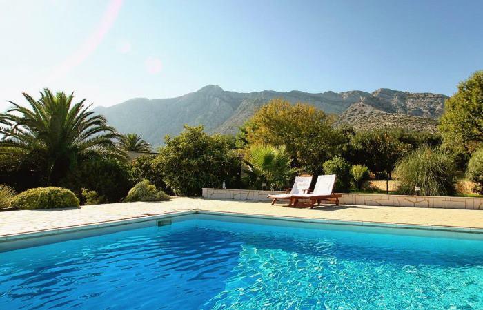 Dovolenka v Chorvátsku - Luxusná vila s bazénom pri mori Orebić